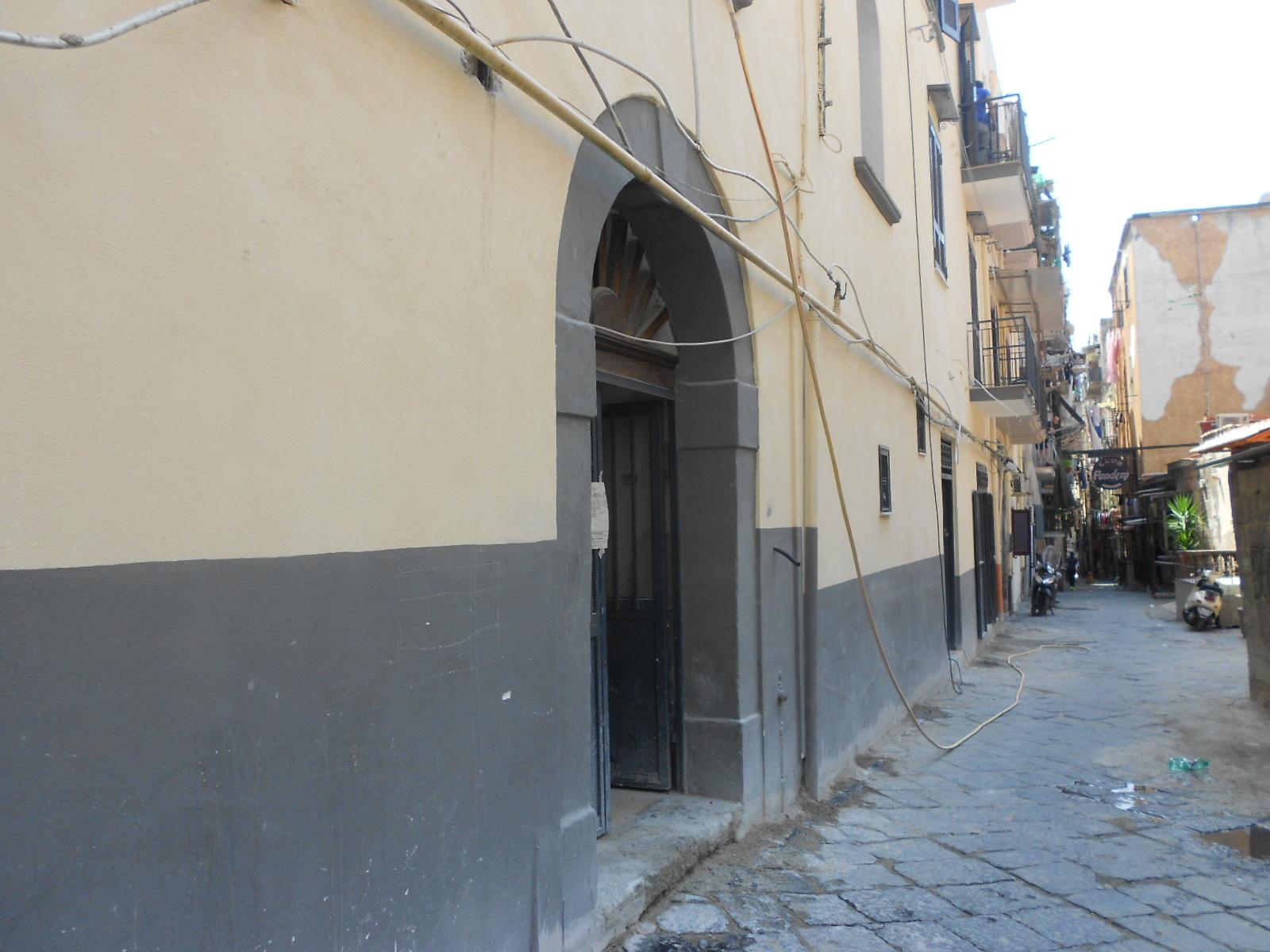 Napoli centro – Vico Lungo a Carbonara