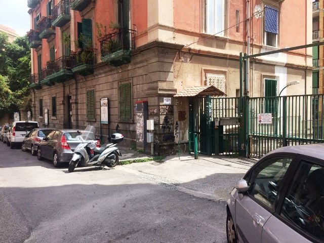 Napoli, via D. di Gravina
