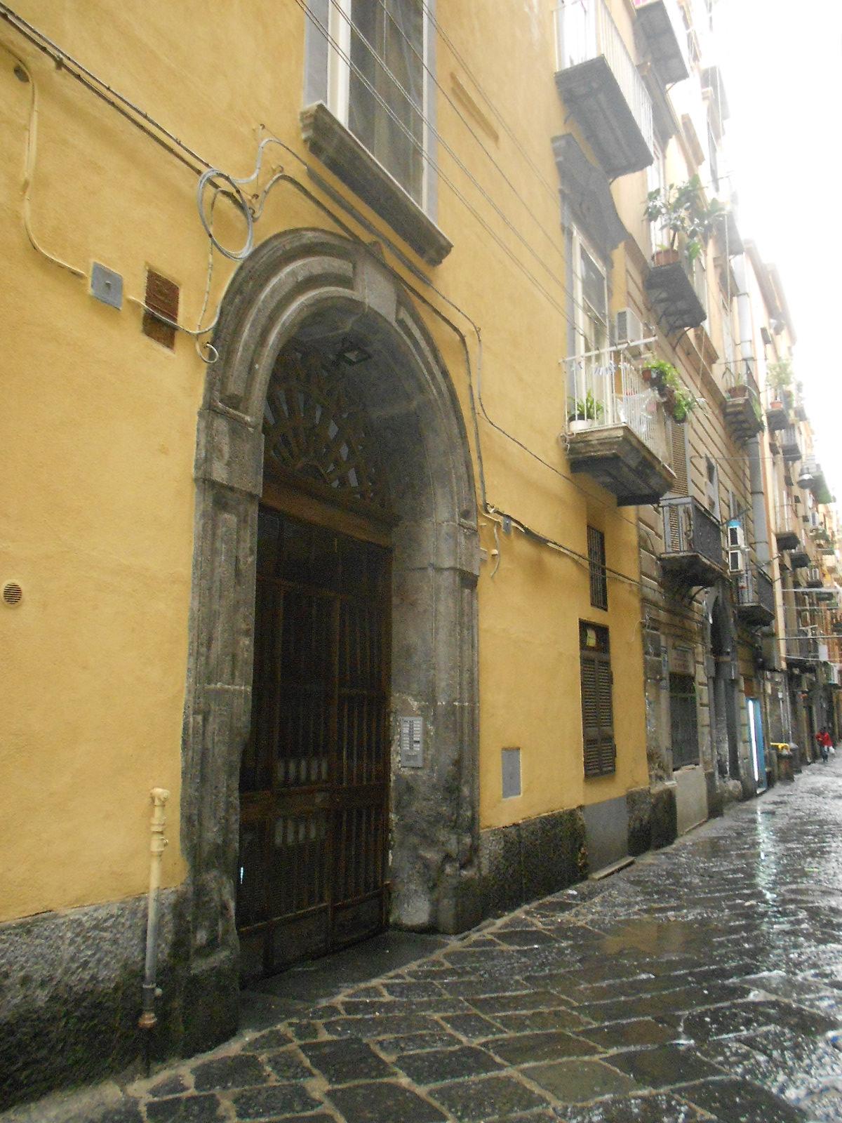Napoli Centro – Piazza Dante adiacenze